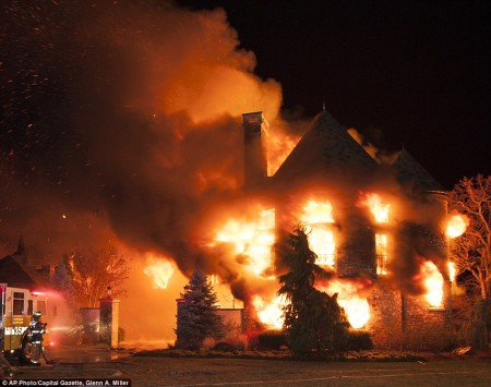 24D86E1D00000578-2918228-Mansion_fire_The_9million_home_in_Annapolis_Maryland_caught_fire-a-3_1421761380730