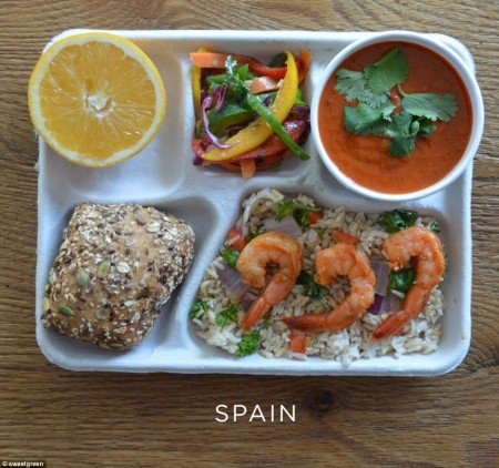 25C3DF0600000578-2957301-Wholesome_Seeded_roll_shrimp_with_brown_rice_gazpacho_and_tri_co-a-5_1424244473585