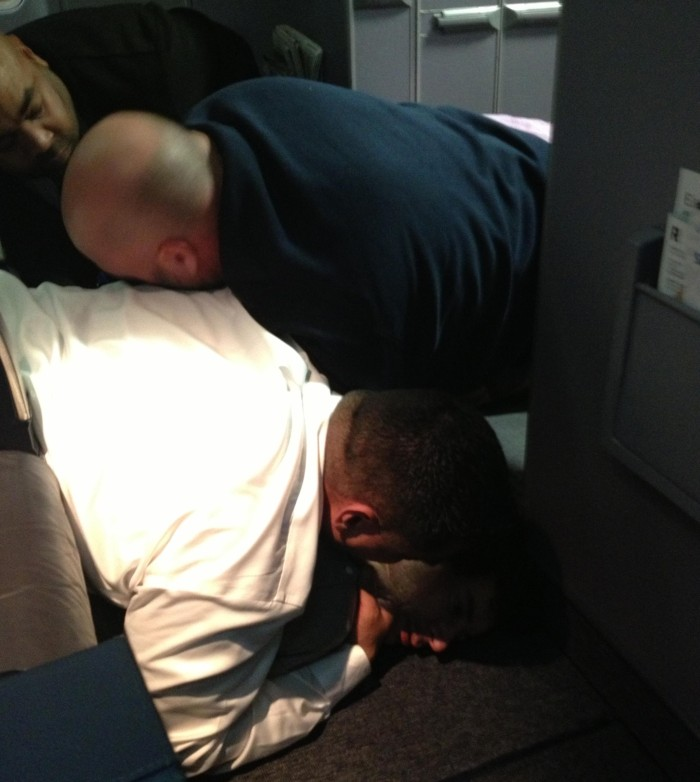 [Watch] Man on United Flight Yells 'Jihad'Jihad' and Passengers Tackle, and Forcefully Apprehend