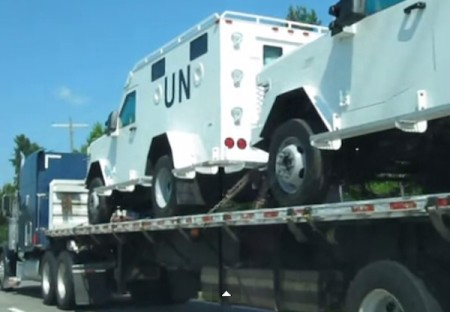 UN TROOPS IN TEXAS: UN Vehicles Fully Loaded With Combat Prepared Troops [Video]