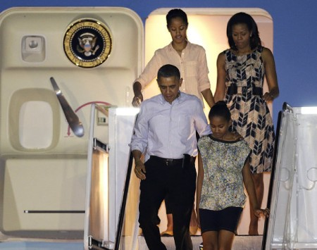 obama-family-arriving-in-hawaii