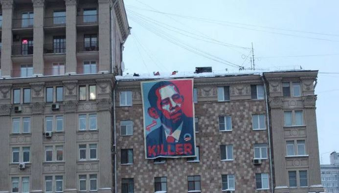 Banner Calling Obama 'KILLER' Raised On Building FACING U.S. Embassy In Moscow (Video)