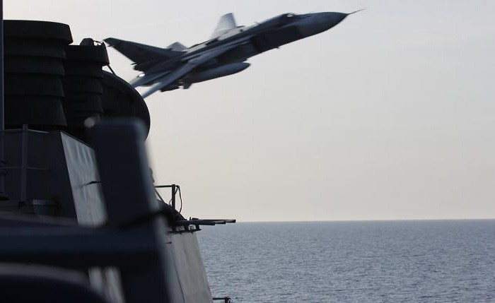 Russian Jets Make 'Simulated Aggressive Attack' Passes Near US Destroyer (Video)