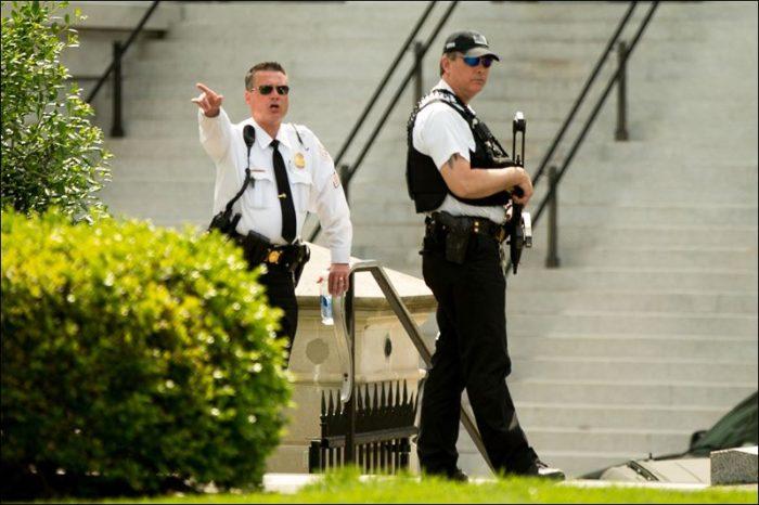 Secret Service Agent Shoots Armed Man Outside White House (Video)