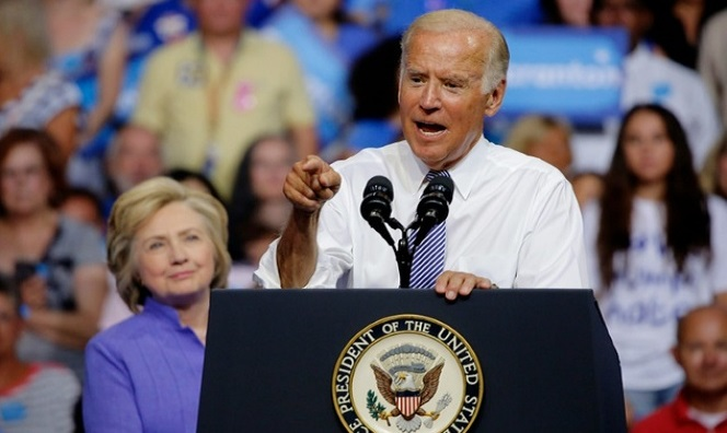 Joe Biden Exposes Military Aide With Nuclear Codes During Campaign Rally For Hillary (Video)