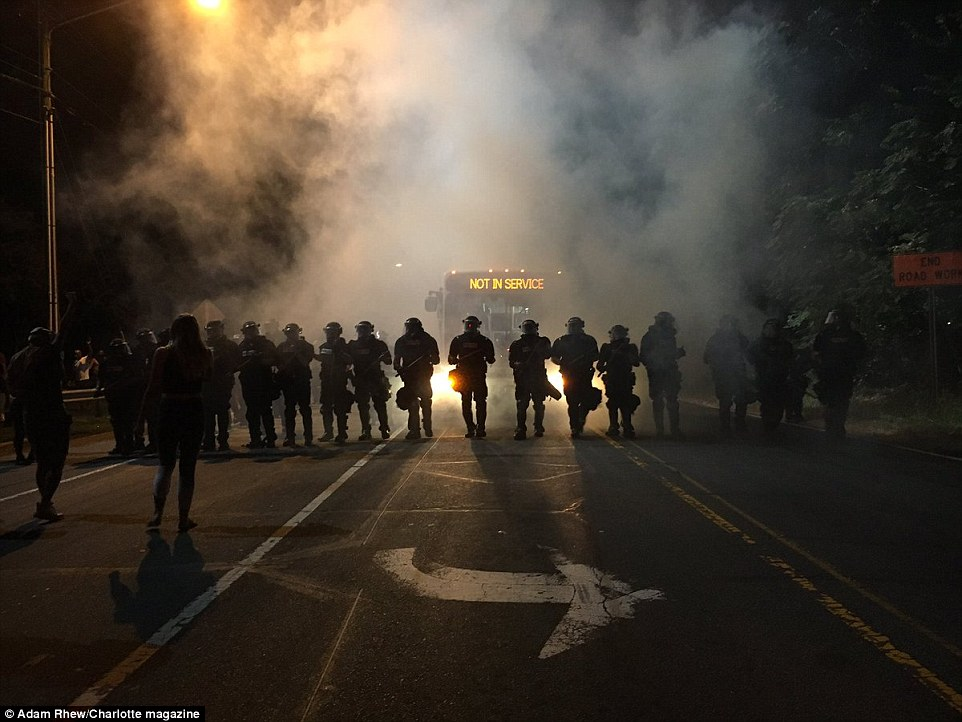 38a3187400000578-3799501-police_in_riot_gear_deployed_tear_gas_to_disperse_the_crowds_of_-a-121_1474435349909