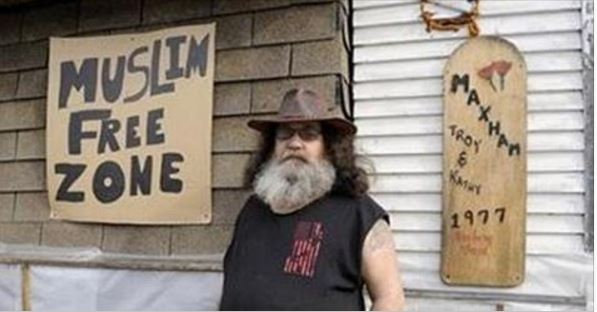 """Liberals Call Cops On Veteran's """"Muslim Free Zone"""" Sign, Cops Have PERFECT Response"""
