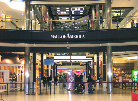 US-CANADA-BRITAIN-ATTACKS-MALL OF AMERICA-FILES
