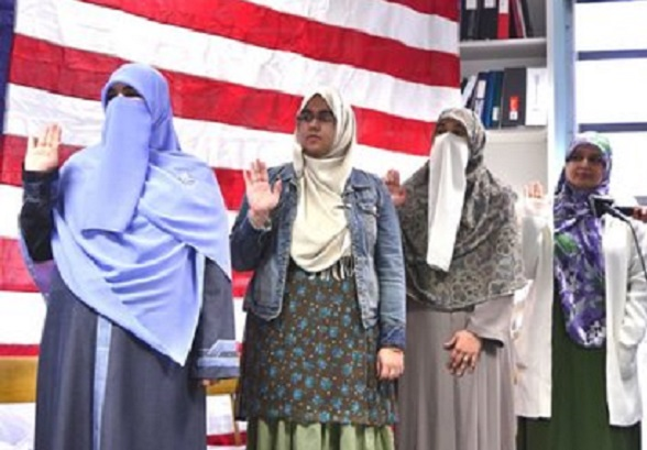 Obama Changes 'Oath Of Allegiance' To Accommodate New (Islamic) Americans, Takes Out Pledge To Defend The USA