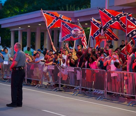 Obama Greeted With Confederate Flag Protesters In Oklahoma
