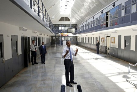 obama-visits-a-federal-prison-in-oklahoma_5383347