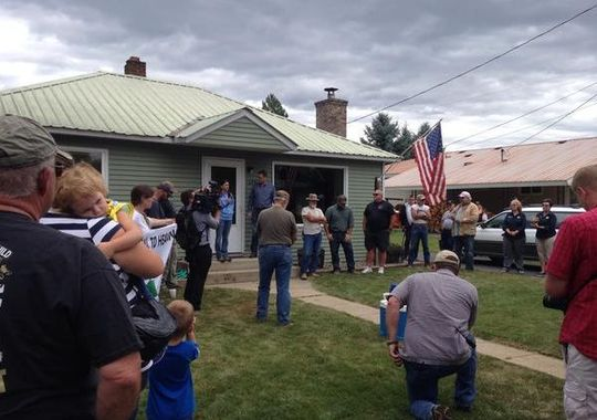 Veterans Administration Goes To Vet's Home to Confiscate His Guns – Citizens Stand Guard [Video]