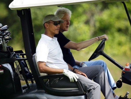 AP_barack_obama_bill_clinton_golf_3_jt_150815_4x3_992