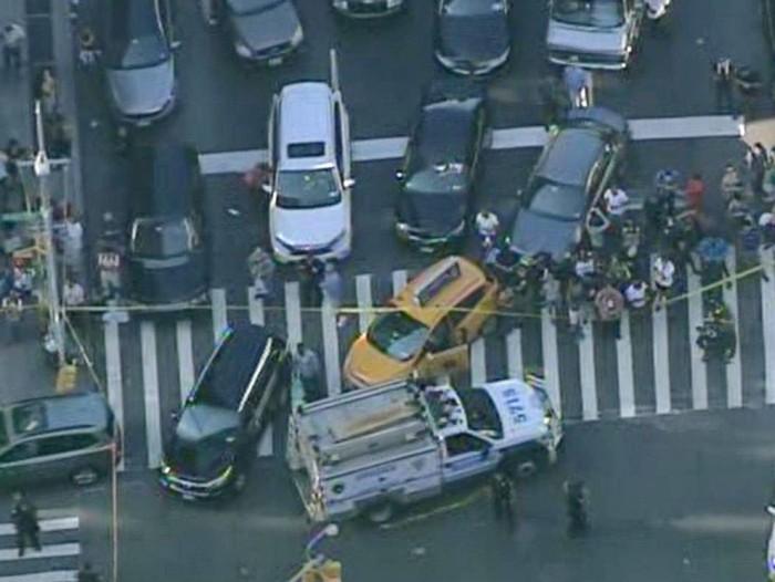 BREAKING: Gunman Kills Security Guard at Manhattan Federal Building, Then Kills Self [Video]