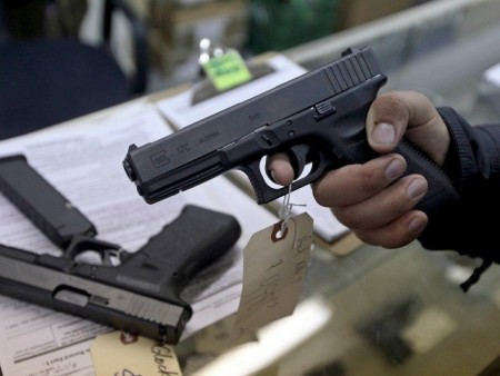 buy-sell-guns-Reuters-640x480