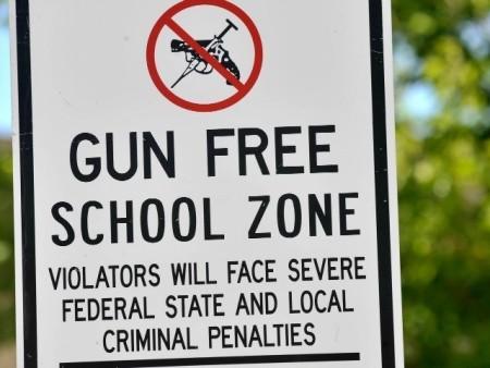 gun-free-zone-AP-640x480