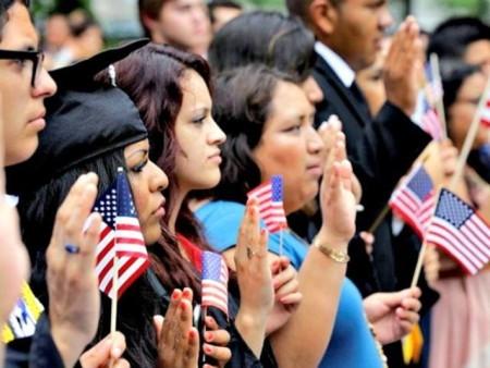immigrants-take-oath-of-citizenship-APAlex-Brandon-640x480