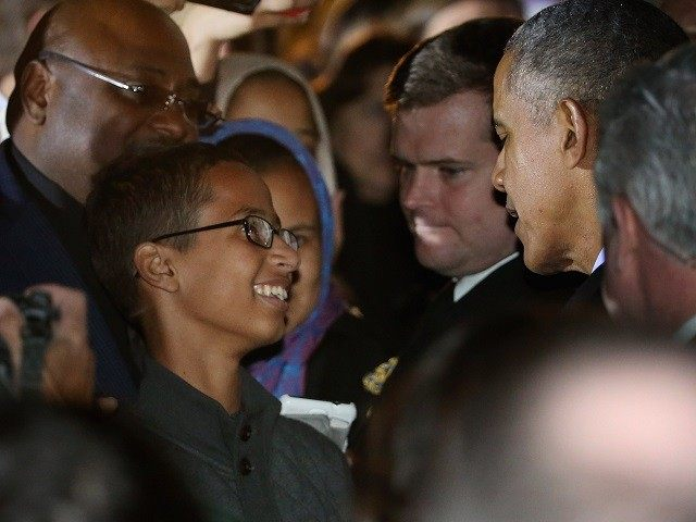 President Obama Meets Fraud 'Clock Kid' During WH Astronomy Event