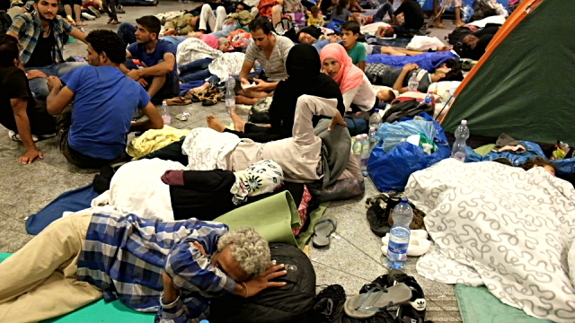 'MUSLIM REFUGEES' Overrun Hospital, Stab Doctors – NO MEDIA COVERAGE [Video]