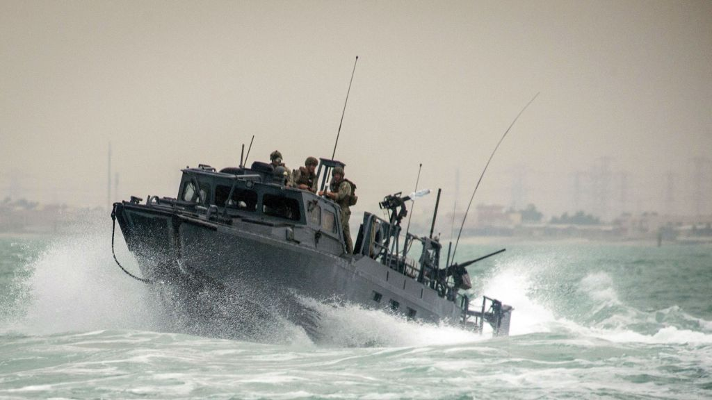Iran-US-Navy-Boats_Horo
