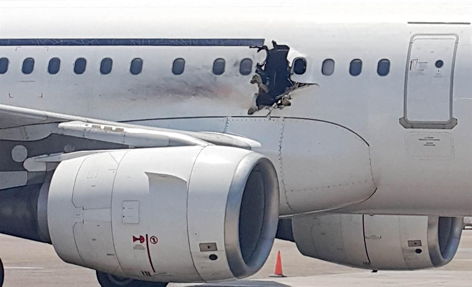 160204-somalia-airplane-emergency-landing-yh-4p_e51cc964796b4fca5898571bdb6f4b17.nbcnews-ux-2880-1000