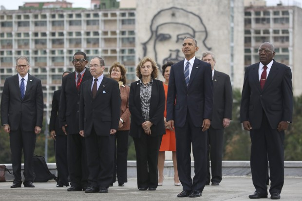 Obama Poses In Front Of Che Guevara Image In Cuba's Revolution Square (Video)