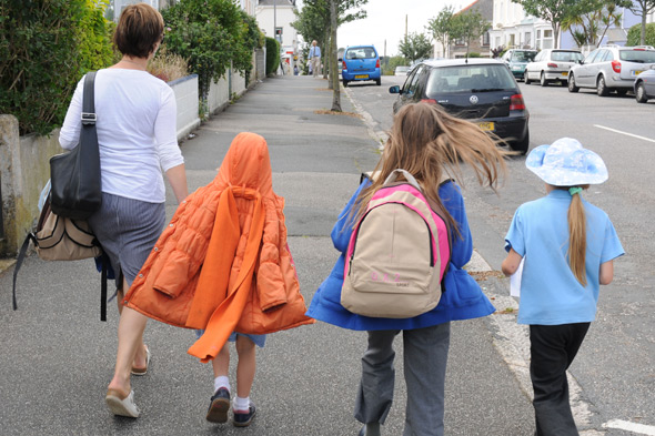 school-run-alamy-1346225972