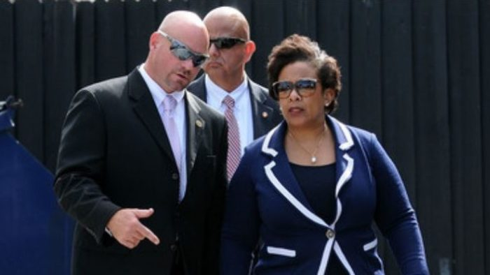 Reporter: FBI Ordered 'No Photos, No Pictures, No Cell Phones' During Clinton/Lynch Meeting (Video)