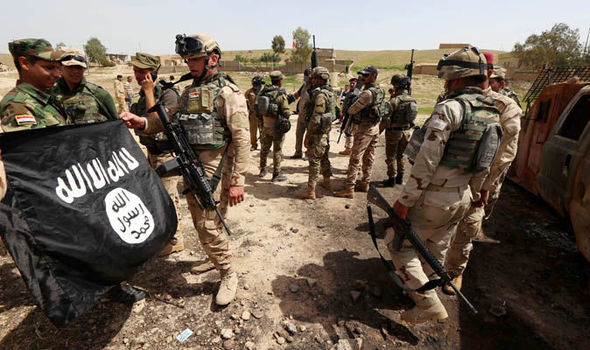 iraqi-troops-isis-flag-713115