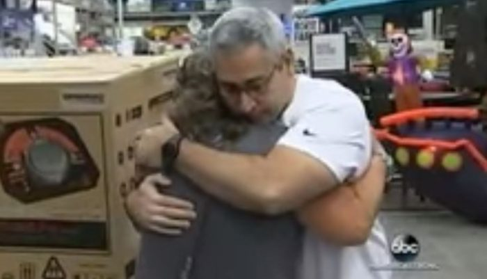 WATCH: Florida Man Gives Up Last Generator to Woman With Sick Father as Hurricane Irma Approaches