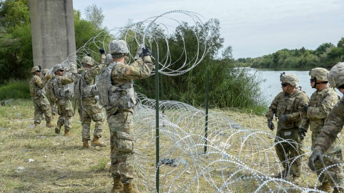 Thousands of Troops and Razor Wire: US Border Reinforced Against Migrant 'Invasion' (Videos)